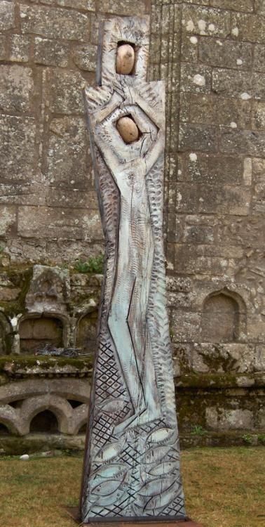 Piéta: 2005. Chêne de Guérande, âgé de plus de 200 ans, pigments, granit, résine.340X80X15